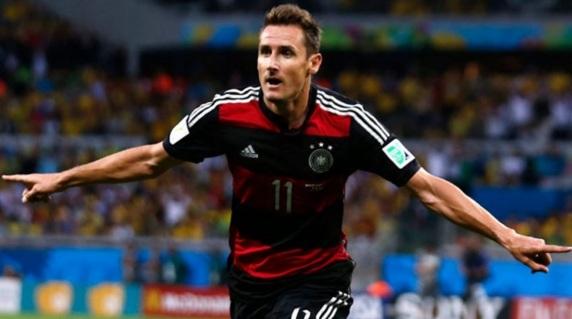 9 de Junho - 1978 — Miroslav Klose, futebolista alemão de origem polonesa.