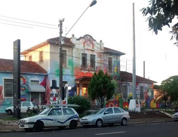 1 de Julho - Estação Parada das Artes de Assis. Durante muitos anos a ferrovia desempenhou uma importância grande no desenvolvimento da cidade — Assis (SP) — 112 Anos.