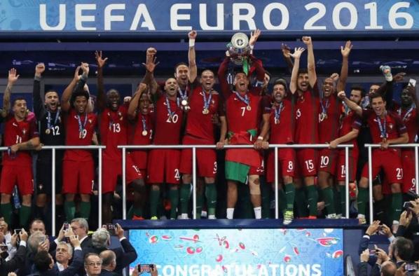 10 de Julho – 2016 - A Seleção Portuguesa de Futebol vence pela primeira vez na história o Campeonato Europeu de Futebol.