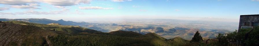 10 de Julho – Vista do alto da Serra da Mantiqueira a partir do Pico do Itapeva — Pindamonhangaba (SP) — 312 Anos em 2017.