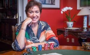 13 de Julho – Lília Cabral - 1957 – 60 Anos em 2017 - Acontecimentos do Dia - Foto 12 - Como Silvana, uma viciada em jogos, em 'A Força do Querer'.
