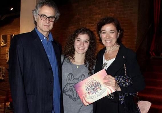 13 de Julho – Lília Cabral - 1957 – 60 Anos em 2017 - Acontecimentos do Dia - Foto 7 - Com sua filha, Giulia e o marido, Iwan Figueiredo.