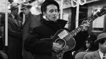 14 de Julho — 1912 – Woody Guthrie, músico norte-americana (m. 1967).