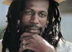 15 de Julho - 1951 — Gregory Isaacs, cantor e compositor jamaicano (m. 2010).