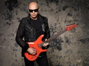 15 de Julho - 1956 – Joe Satriani, guitarrista norte-americano.