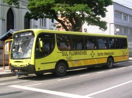 17 de Julho - Ônibus urbano padronizado com cores do transporte público do município — Volta Redonda (RJ) — 63 Anos em 2017.