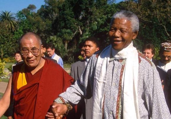18 de Julho - Nelson Mandela - 1918 – 99 Anos em 2017 - Acontecimentos do Dia - Foto 18 - Com o Dalai Lama.