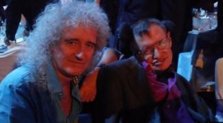 19 de Julho - Brian May - 1947 – 70 Anos em 2017 - Acontecimentos do Dia - Foto 16 - Com o físico Stephen Hawking.