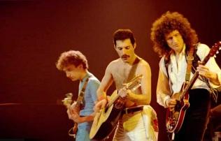 19 de Julho - Brian May - 1947 – 70 Anos em 2017 - Acontecimentos do Dia - Foto 8 - Com a banda Queen, completa, ainda com Freddie Mercury.