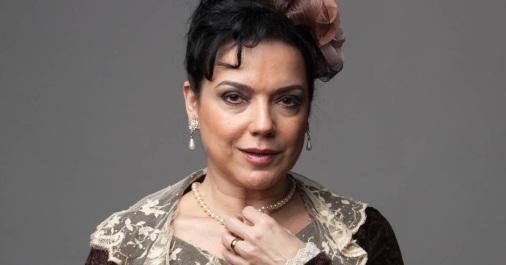 2 de Julho - 1963 – Bete Coelho, diretora de teatro e atriz de cinema, teatro e televisão brasileira.
