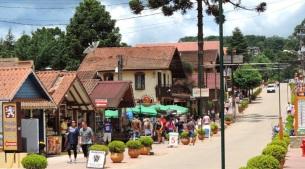20 de Julho - Centro de compras na Vila Monte Verde — Camanducaia (MG) — 149 Anos em 2017.
