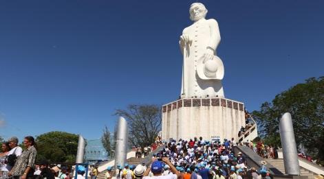 22 de Julho - Estátua do Padre Cícero na colina do Horto. — Juazeiro do Norte (CE) — 106 Anos em 2017.