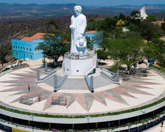 22 de Julho - Foto aérea da Estátua de Padre Cícero na colina do Horto. — Juazeiro do Norte (CE) — 106 Anos em 2017.