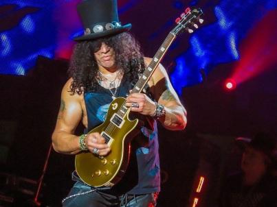 23 de Julho - 1965 — Saul Hudson (Slash), ex-guitarrista das bandas Guns N_ Roses e Velvet Revolver.