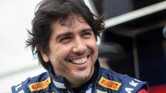 24 de Julho - 1976 – Cacá Bueno, piloto brasileiro de automobilismo.