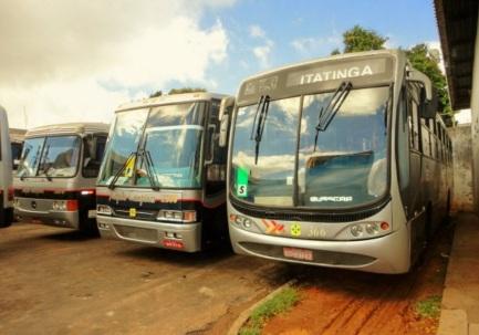 24 de Julho - Ônibus ligando Itatinga a outras cidades — Itatinga (SP) — 121 Anos em 2017.