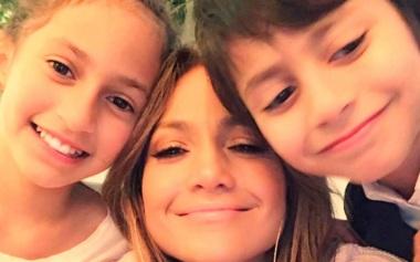24 de Julho - Jennifer Lopez - 1969 – 48 Anos em 2017 - Acontecimentos do Dia - Foto 2 - Com os filhos.