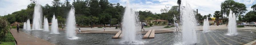 25 de Julho - Fonte na Praça Octavio Moura Andrade — Águas de São Pedro (SP) — 77 Anos em 2017.