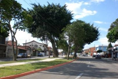 27 de Julho - Rua do bairro Cidade Morumbi, um dos mais populosos e onde há classes econômicas variadas — São José dos Campos (SP) — 250 Anos em 2017.