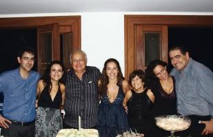 28 de Julho - Daniela Mercury - 1965 – 52 Anos em 2017 - Acontecimentos do Dia - Foto 18 - Com os pais, seu Abreu e dona Liliane, e os irmãos Marcos, Vânia, Cristiana e Tom.