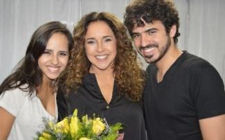 28 de Julho - Daniela Mercury - 1965 – 52 Anos em 2017 - Acontecimentos do Dia - Foto 8 - Com os filhos, Giovana e Gabriel Póvoas.