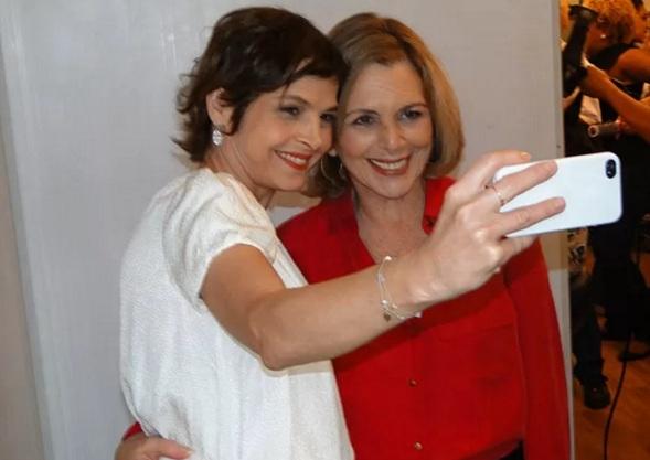 29 de Julho - Drica Moraes - 1969 – 48 Anos em 2017 - Acontecimentos do Dia - Foto 14 - Com Irene Ravache, em festa da novela 'A Guerra dos Sexos'.