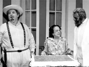 31 de Julho - Henriqueta Brieba - 1901 – 116 Anos em 2017 - Acontecimentos do Dia - Foto 3 - Com Chico Anysio e Jô Soares.