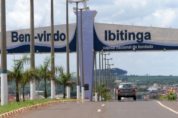 4 de Julho – Pórtico - Entrada da cidade — Ibitinga (SP) - Capital Nacional do Bordado — 127 Anos em 2017.