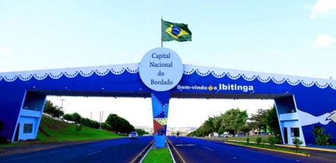 4 de Julho – Pórtico - Entrada da cidade — Ibitinga (SP) — 127 Anos em 2017.