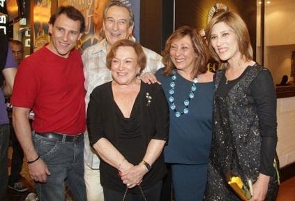 4 de Julho – Uma família de atores e atrizes. Paulo Goulart Filho, Paulo Goulart, Nicette Bruno, Bárbara Bruno e Beth Goulart.