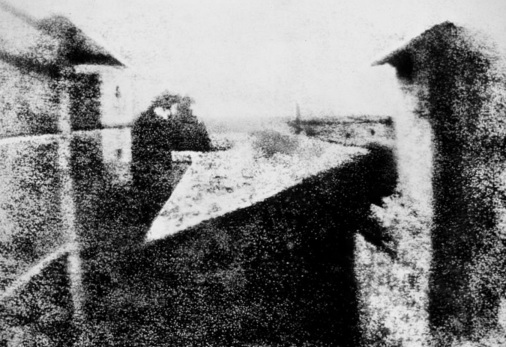 5 de Julho – Foto mais antiga tirada por Niépce, por volta de 1826.