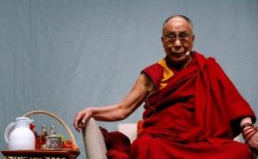 6 de Julho – Tenzin Gyatso, atual Dalai Lama e líder religioso do Budismo.