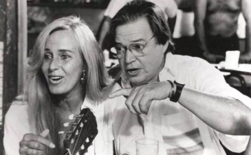 7 de Julho – Helô Pinheiro (A Garota de Ipanema) e Tom Jobim, em Copacabana, no Rio de Janeiro, Brasil - Brazil.