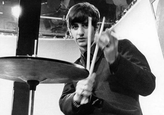 7 de Julho – Ringo Starr, jovem, The Beatles.