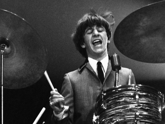 7 de Julho – Ringo Starr, Richard Starkey, vocalista (Álbuns Solo) e baterista inglês (The Beatles).