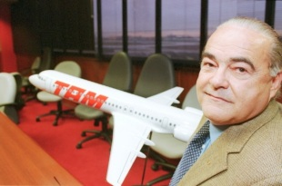 8 de Julho – 2001 — Rolim Adolfo Amaro, aviador e presidente da TAM (n. 1942).
