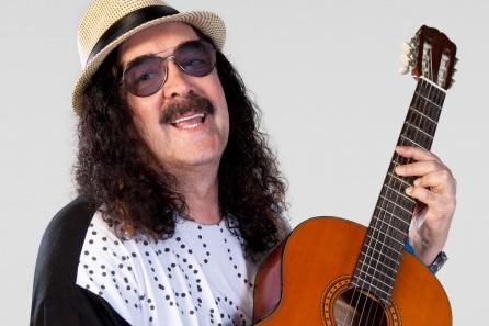 8 de Julho – Moraes Moreira - cantor e compositor brasileiro.