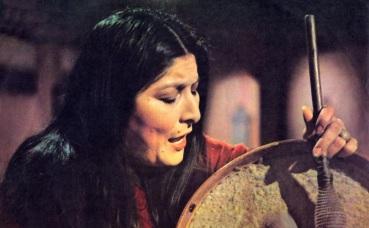9 de Julho – Mercedes Sosa, cantora argentina.