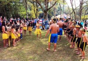 1 de Agosto – Estação Experimental de Bauru - Integrantes da Aldeia Nimuendaju, da etnia Guarani — Bauru (SP) — 121 Anos em 2017.