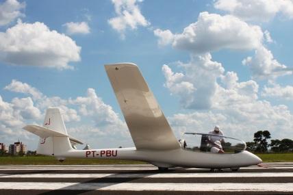1 de Agosto – Planador no Aeroclube da cidade — Bauru (SP) — 121 Anos em 2017.