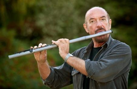 10 de Agosto – 1947 - Ian Anderson, cantor, compositor, guitarrista e flautista norte-americano, líder da banda Jethro Tull.