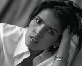 12 de Agosto – 1969 — Tanita Tikaram, cantora e compositora britânica.