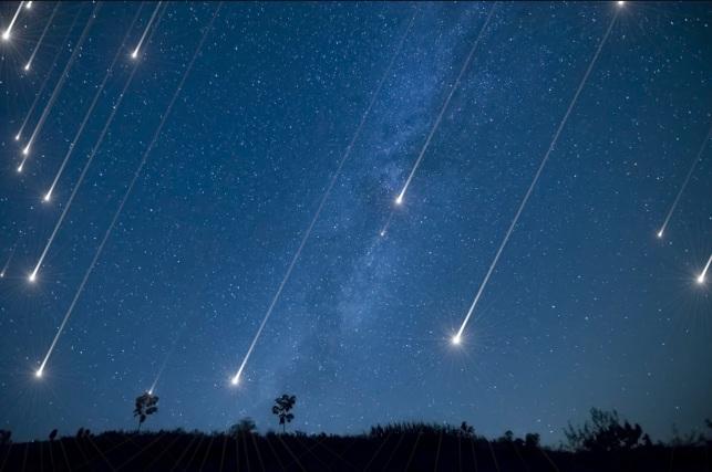 12 de Agosto – 2009 – Nos Estados Unidos, ocorreu uma chuva de meteoros, chamada de 'Perseidas'.