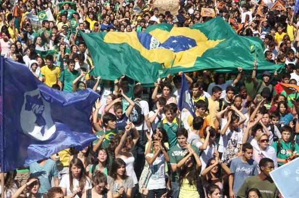 13 de Agosto – 1937 – Fundada a União Nacional dos Estudantes (UNE).