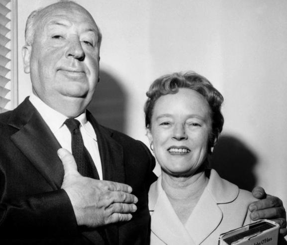 13 de Agosto – Alfred Hitchcock - 1899 – 118 Anos em 2017 - Acontecimentos do Dia - Foto 22 - Hitchcock, com sua esposa, Alma Reville.