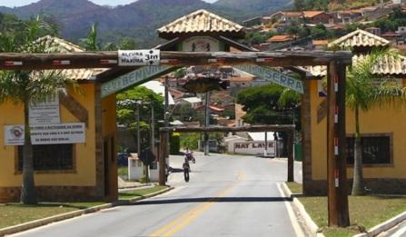 13 de Agosto – Entrada da cidade - Pórtico — Natividade da Serra (SP) — 44 Anos em 2017.