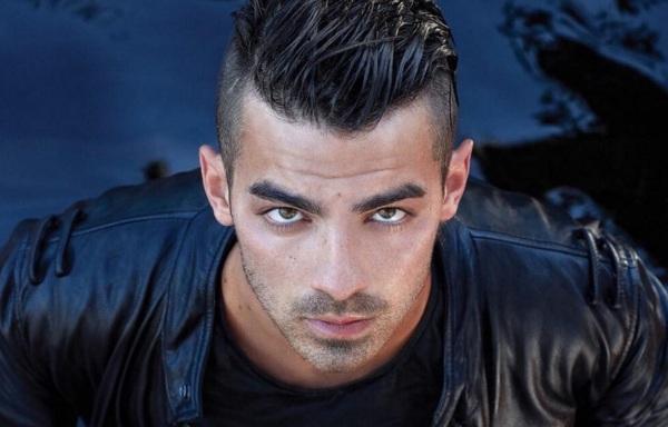 15 de Agosto – 1989 – Joe Jonas, cantor norte-americano da banda Jonas Brothers.