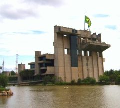 15 de Agosto – O Paço Municipal oferece um lago com animais e praças com brinquedos, ciclovias e bicicletas gratuitas — Sorocaba (SP) — 363 Anos em 2017.