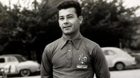 18 de Agosto – 1933 – Just Fontaine, ex-futebolista francês, maior artilheiro de uma edição.