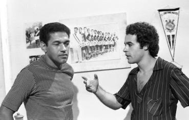 18 de Agosto – Osmar Prado - 1947 – 70 Anos em 2017 - Acontecimentos do Dia - Foto 19 - Osmar Prado viveu o jogador de futebol Mingo na novela 'Bandeira 2'. Na foto, ao lado de Garri